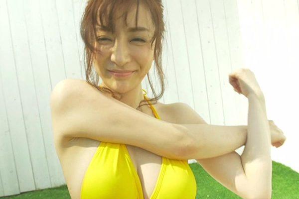 竹内渉(美熟女)の水着やランジェリー姿がエロ過ぎ【画像と動画】